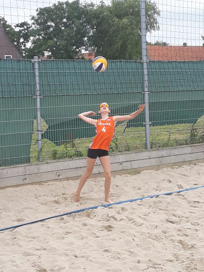 Finette Breeuwer tijdens Beachvolleybal toernooi in Edam